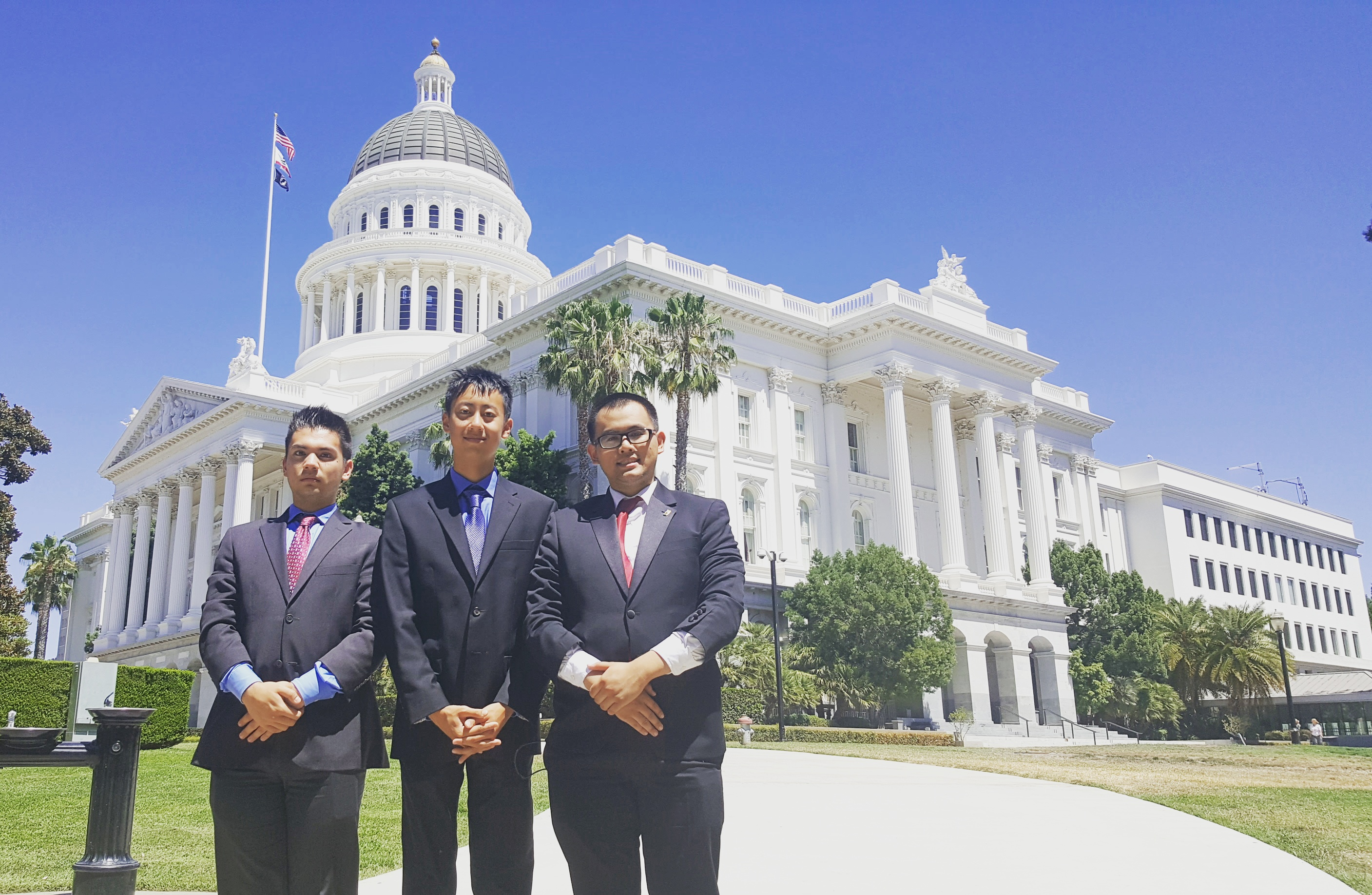 PIP 2016 interns outside the Sacramento Capitol Building, prepared to begin their day of lobbying.
